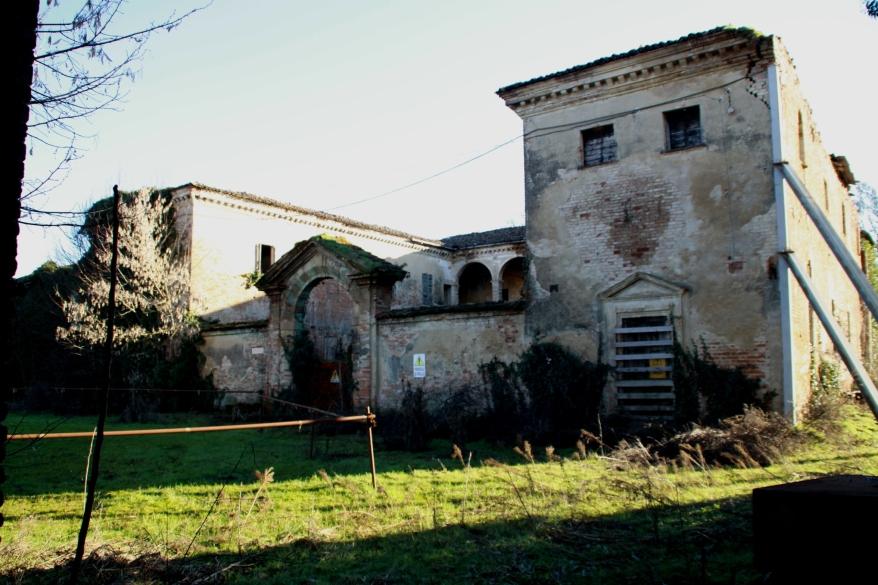 Un'immagine laterale di Villa-Visconti-Casati.