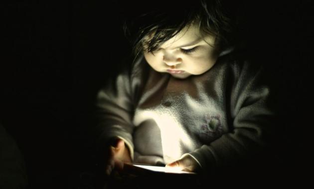 I bambini, lo smartphone e i rischi